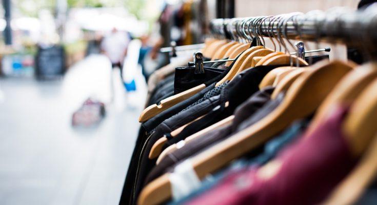 rande s oblečením značky oblečení